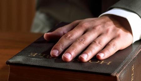 20140227201015-jurarbiblia2-450x260.jpg